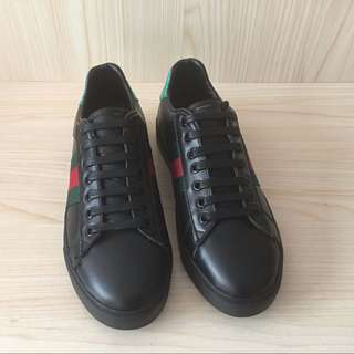 Gucci ' Ace ' Low Top Sneaker (UNISEX) size 9 Casual Runner