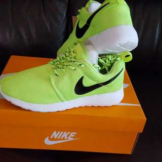 Brand new neon NIKE shoes size 6