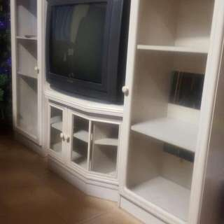 TV Unit Cabinet (OFFER IS ACCEPTED!) HURRY NEED GONE ASAP!!!( I need space at home due to my COMING SOON  PARTY !!!)