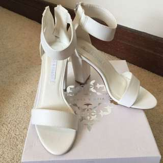 Pied A Terre White Heels Size 8