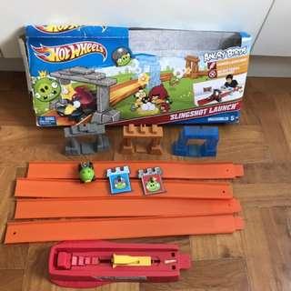 Hot Wheels Angry Birds Slingshot Launch Track Set