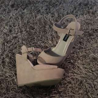London Rebel Nude Wedge Size 6