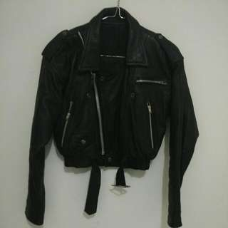 Jaket kulit crop black