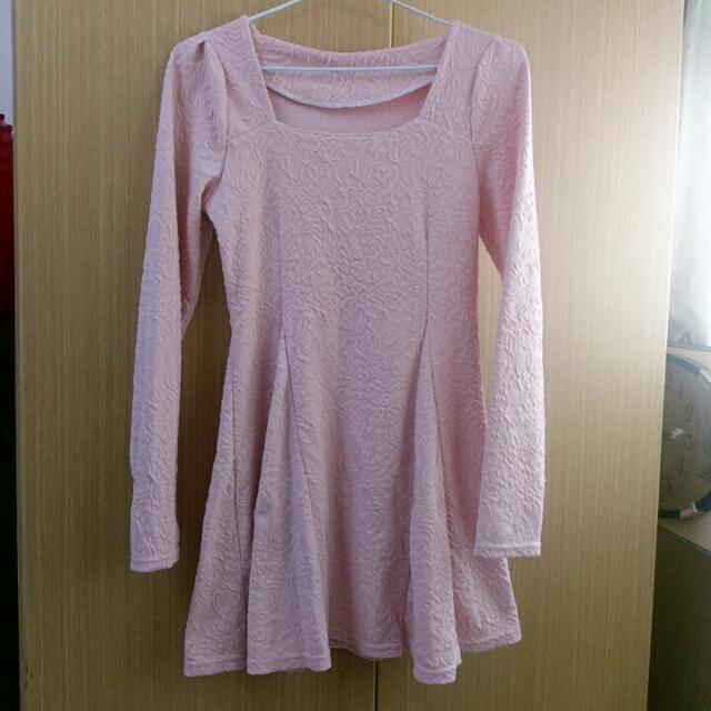 淡粉壓紋小洋裝 #一百元洋裝