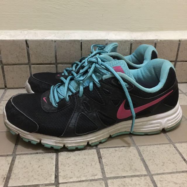 Authentic Nike sport shoes d264b3705e