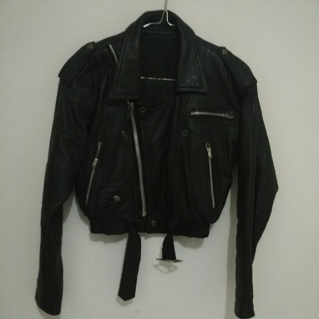 Jaket kulit crop black