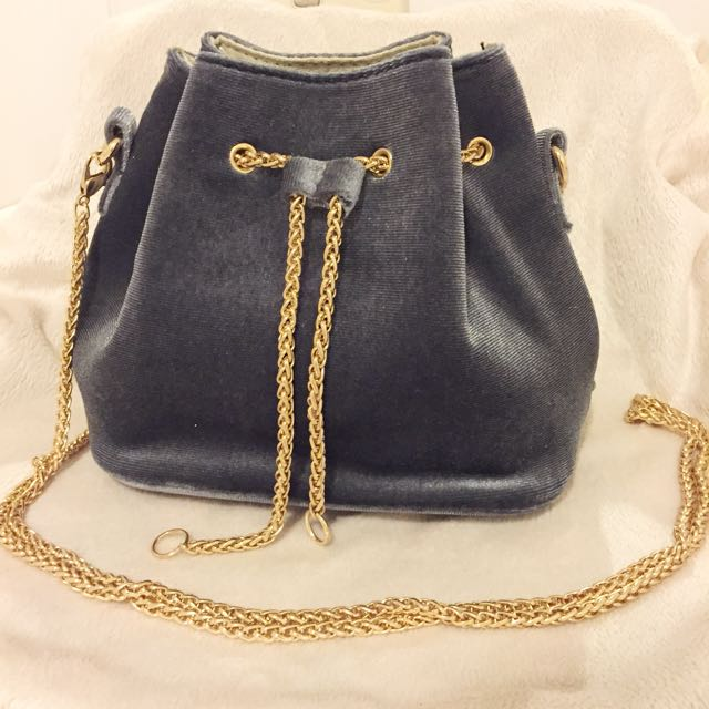 Mini Bucket Bag w Chain Strap