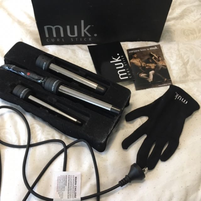 MUK Curl Stick 3 Barrel Titanium Hair Curling Wand