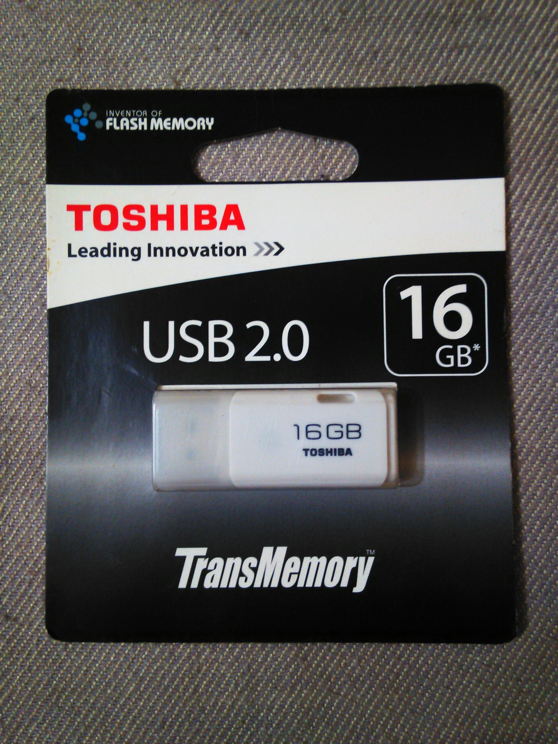 Toshiba 16GB white flashdrive (USB 2.0)