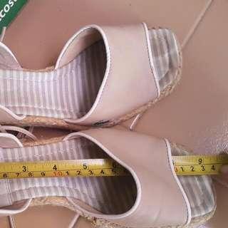 Sepatu Lacoste