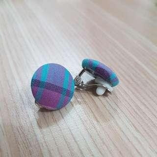 🚚 格紋夾式耳環
