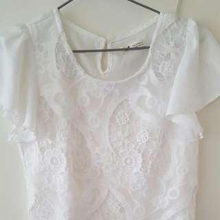 白色花鏤空短上衣