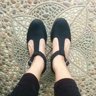 Sepatu MKS Hitam