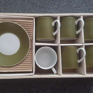 6 Piece Saucer and Tea Set