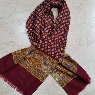 Scarf Maroon With Motives