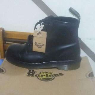 dr.airwair martens  3800.00 price ORIGINAL PRICE before 5400.00 ORIGINAL.