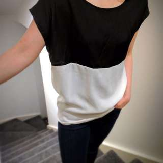 French Collection Women Size 6 Top