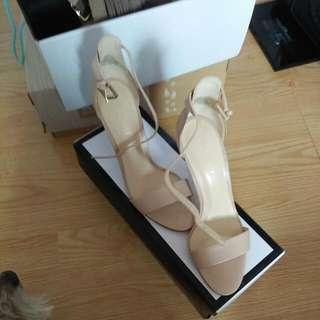 Nine west heels size 6 with box