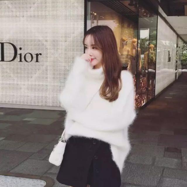 白色高領毛衣