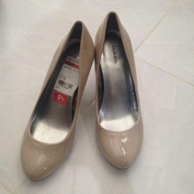 Brand NEW Beige Heels