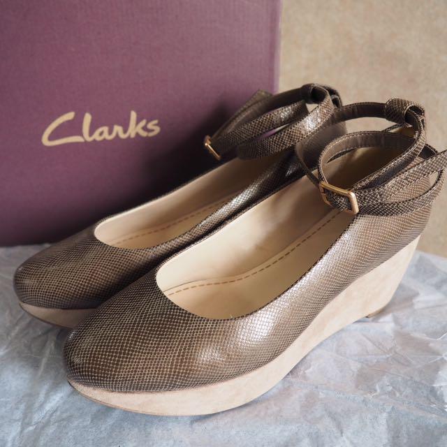 CLARKS Emery Retro Ankle Strap Wedge Shoe (mushroom snake)