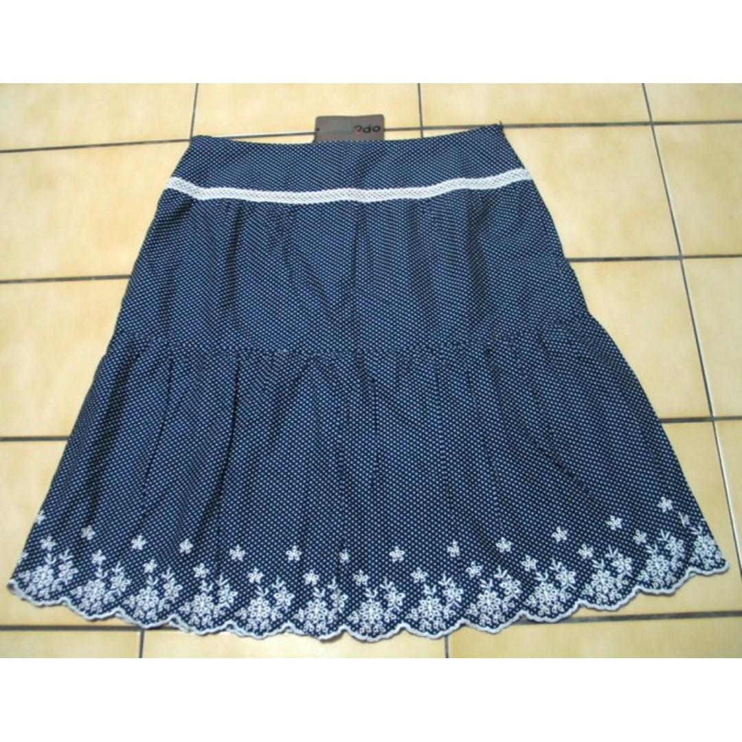 ?do全新40號有吊牌,深藍色+白色水玉.米白色花朵蕾絲滾邊及膝裙