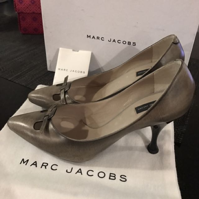 Marc Jacobs stone bow heel