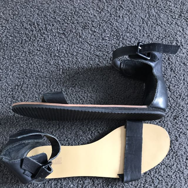 Soles Black Leather Sandals