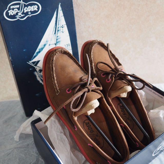 SPERRY TOP-SIDER A/O 2 Eye Dark Boat Shoes (dark brown-fuchsia)