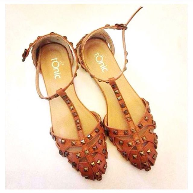 Tonic Studded Flats in Tan US6