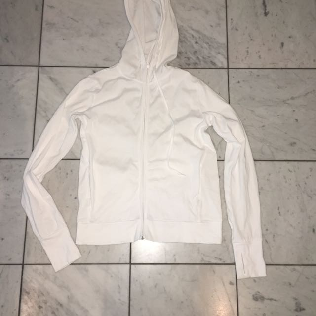 Uniqulo White Jumper Size S