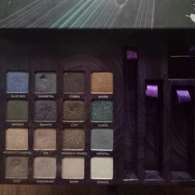 Urban Decay Book Of Shadow Vol. IV (Eyeshadow Palette Only)