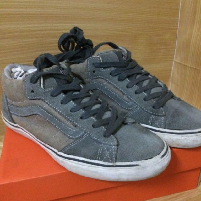 d64f889bd864 Vans World  1 Skateboarding Shoes