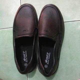 Sepatu Att