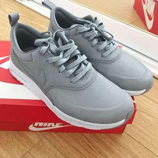 Nike Thea Premium