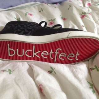 Women's Size 9 Bucketfeet