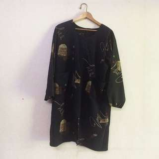 Abstract loose outer