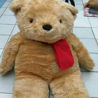 一般的熊娃娃 (差不多半個人的大小) 雖然捨不得 但占空間 忍痛售出  買來送給女朋友吧!泰迪熊 熊大 米奇 史迪奇 小小兵