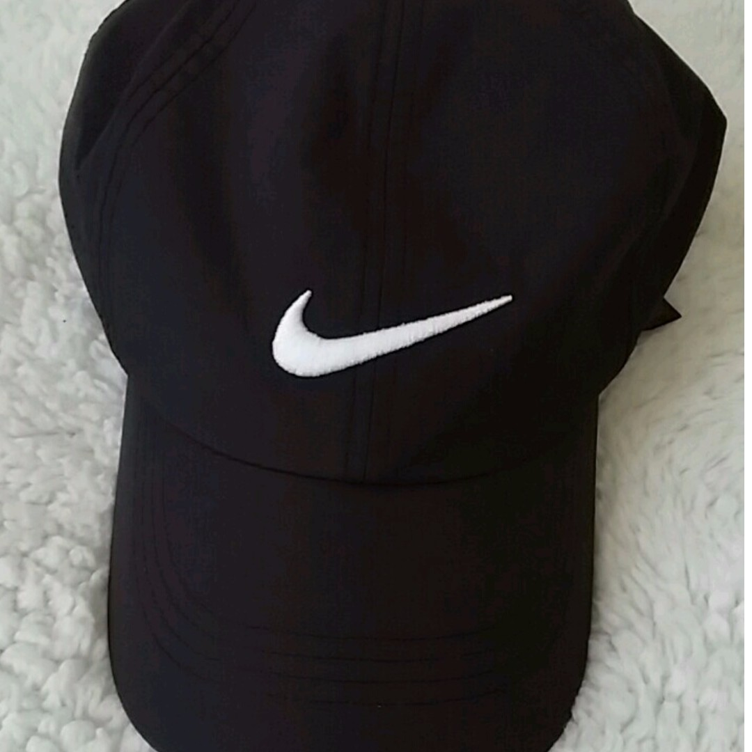 Black Nike Golf Hat