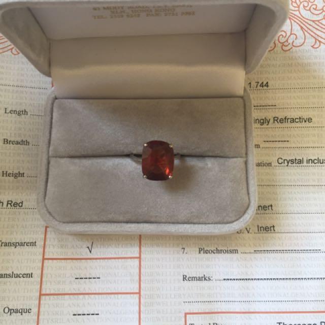 Cincin Mas Putih Dengan Batu Garnet 7,57 Carat