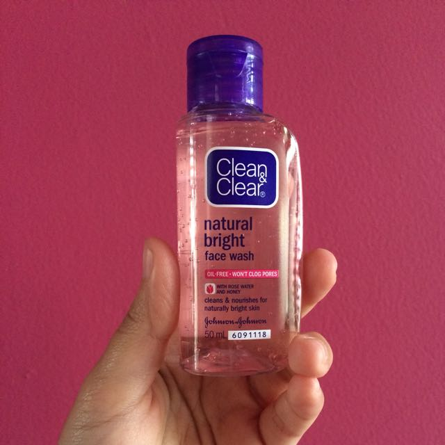 Clean & Clear Natual Bright Face Wash