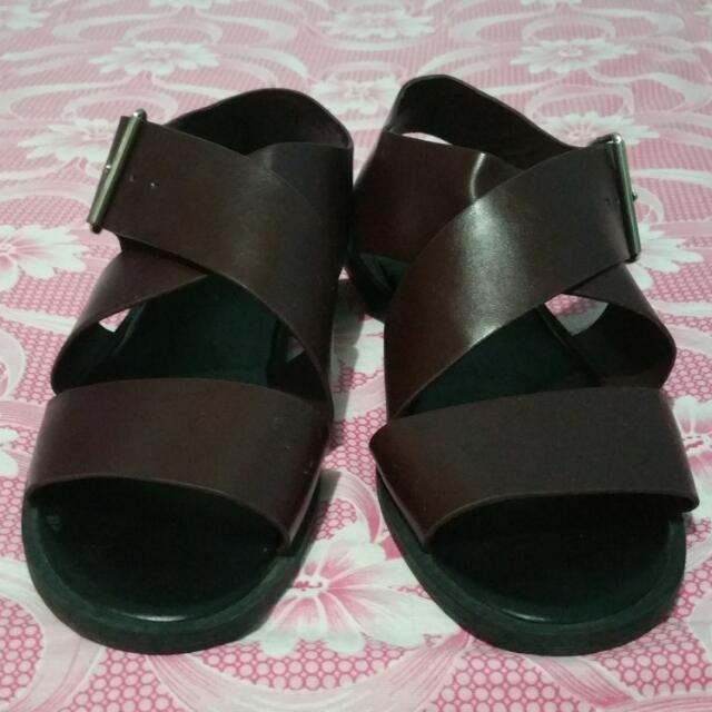 Maroon Charles And Keith Sandal