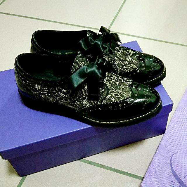 Miss Sofi 雕花蕾絲緞帶蝴蝶結  漆皮 牛津鞋 杏金黑色 36號