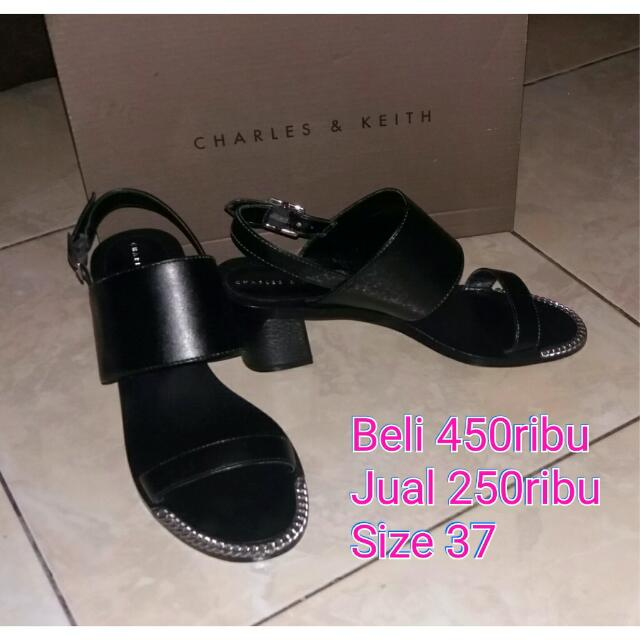 Sepatu Charles And Keith Size 37