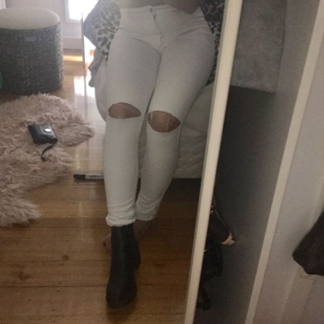 White Ripped Knee High waisted Suprè Jeans