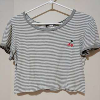 lose crop shirt