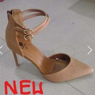 Nude/Brown Heels // Size 8