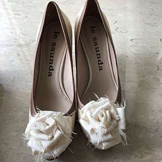 Rosette Leather Pumps