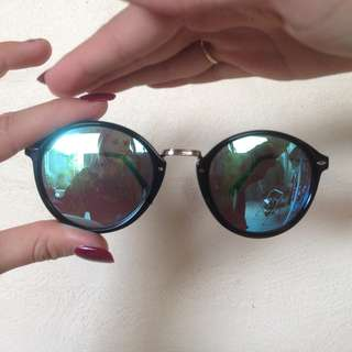 Blue reflective black rim sunglasses