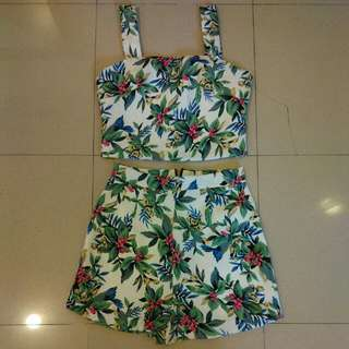Crop Top + Short Sz Small